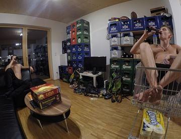 Jahresvorrat für Wohnungseinrichtung gesucht. #Bier #ChaosWG #Prioritätensetzen