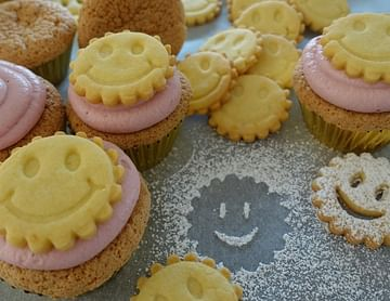 "Linzer ""Smiley""-Cupcakes"