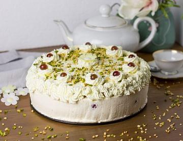 Fruchtige Torte gefüllt mit Joghurtcreme