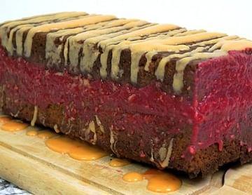 Haselnuss-Karotten Kuchen mit Himbeer Füllung (Low Carb, High Protein & Glutenfrei)