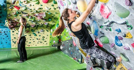 Das Edelweiss-Center betreibt eine der größten Boulderhallen Österreichs & mit unserem Studentenrabatt von der Edelweiss-Center Boulderhalle bekommst du von 09:00 Uhr bis 14:00 Uhr 1+1 gratis Eintritt!