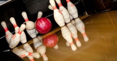 Eine ruhige Kugel kannst du an der Uni schieben, bei Alpha Bowling ist volle Power angesagt und mit unserem Alpha Bowling Studentenrabatt bekommen Studenten 40% Nachlass auf den Bowling-Spaß!
