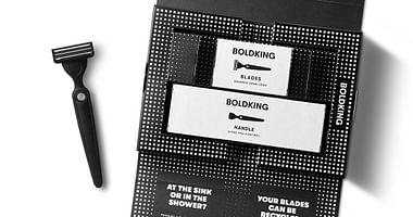 """""""Das Kit"""" von BOLDKING hat alles, was du für die perfekte Rasur brauchst. Mit unserem BOLDKING Studentenrabatt erhältst du als Neukunde jetzt unschlagbare -40% auf deine Bestellung! Somit zahlst du nur 8,60€."""