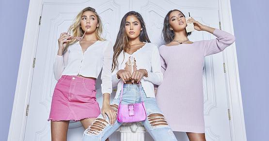 Das Sortiment von boohoo lässt seit 2006 die Herzen waschechter Fashionistas höher schlagen. Mit unserem boohoo Studentenrabatt shoppst du deine Lieblingsteile (auch für Herren!) jetzt um -40%.