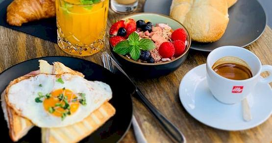 Ob leckeres Frühstück oder Snacks, im Cafe Deli Noomi bleiben keine Wünsche offen. Als iamstudent PLUS Mitglied sparst du immer25% auf alle Take Away Produkte!