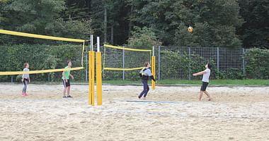 Das Sportzentrum Marswiese lässt dein Wiener Freizeitherz höher schlagen und mit unserem Studentenrabatt desSportzentrums Marswiese profitierst du jetzt von 1+1 Stunde gratis Volleyball!