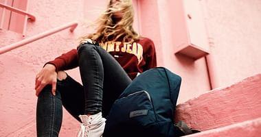 Sneakers, Kamera, Notebook: In den Gepäckstücken von Crumpler ist alles bestens verstaut und mit unserem Crumpler Studentenrabatt bekommst du 15% Nachlass auf das gesamte Sortiment!