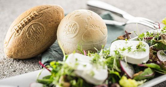 Das leckere Brot von Eat the Ball in cooler Form passt perfekt zu deiner Party. Mit unserem Gutschein von Eat the Ball bekommst du 10€ Rabatt auf deine Bestellung im Onlineshop!