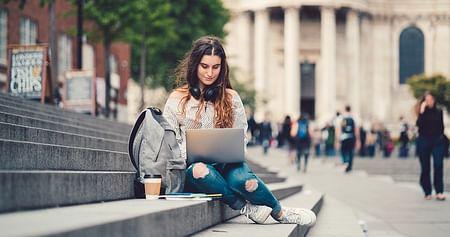 Dank getAbstract stellt die Liste deiner Sachliteratur ab heute kein Hindernis mehr dar:Studierendeerhalten kostenlos Online-Zugriff auf 5.000 Abstracts und können diese in 10 Minuten lesen oder ganz bequem anhören!