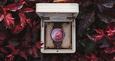 Die Uhren von Holzkern überzeugen mit einzigartigen Designs, fairen Preisen und einem hohen Nachhaltigkeitsfaktor: Mit unserem Holzkern Studentenrabatt erhältst du 10% Nachlass auf www.holzkern.com, ohne Mindestbestellwert!