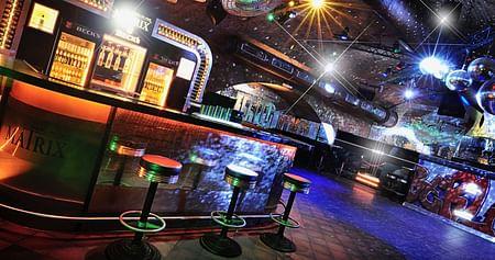 Gibt es etwas Besseres, als den stressigen Unialltag im Berliner Nachtleben weit hinter sich zu lassen? Wohl kaum! Im Matrix Club genießt du mit unserem Studentenrabatt immer donnerstags freien Eintritt & ein Bier for free bis 1:00 Uhr!