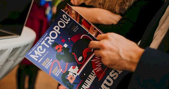 Metropole is the voice of international Vienna! Mit unserem Metropole Studentenrabatt profitierst du von -15% auf ein Jahresabo deiner Wahl des vielfältigen englischsprachigen Stadtmagazins.