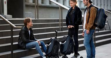 Wer schnell von A nach B muss, flitzt am besten auf einem stylischen Scooter vonmicrodurch die Welt. Mit dem micro Studentenrabatt spart du jetzt 30% auf die Scooter-Modelle micro kickpack und micro luggage II steve aoki!