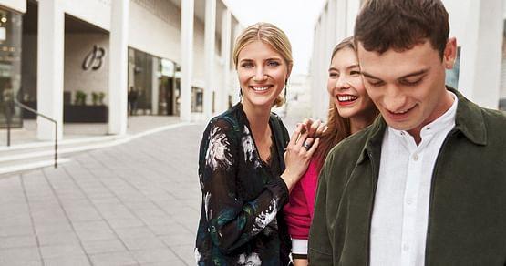 Erfülle dir all deine Fashion-Träume im exklusiven Designer Online Outlet mit über300 Premium- und Luxus-Marken! Mit unseremOutletcity Metzingen Studentenrabatt erhältst du -15% auf Herren- und Damenmode!