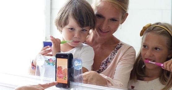 Mit Playbrush ist nicht nur Schluss mit dem abendlichen Genörgel, sondern deine Kinder lernen auch spielerisch Zähne putzen. Mit Gutschein von Playbrush sparst du dir neben Tränen deiner Kinder auch 25% auf deine Bestellung.